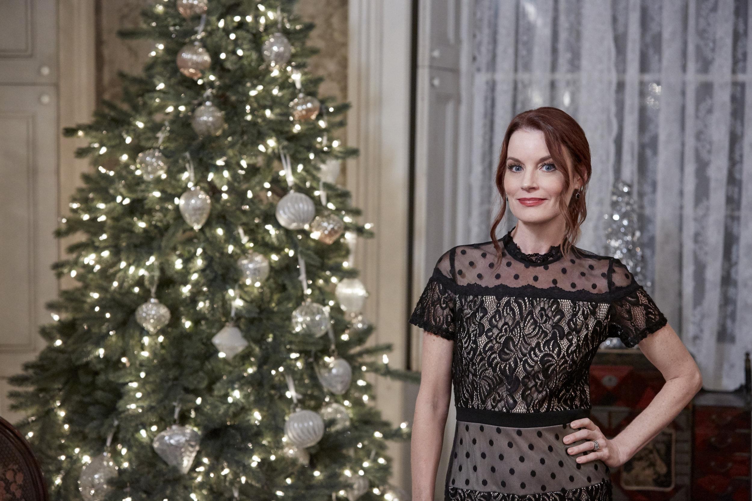 Cast Of Christmas On Honeysuckle Lane 2020 Laura Leighton as Andie on Christmas on Honeysuckle Lane