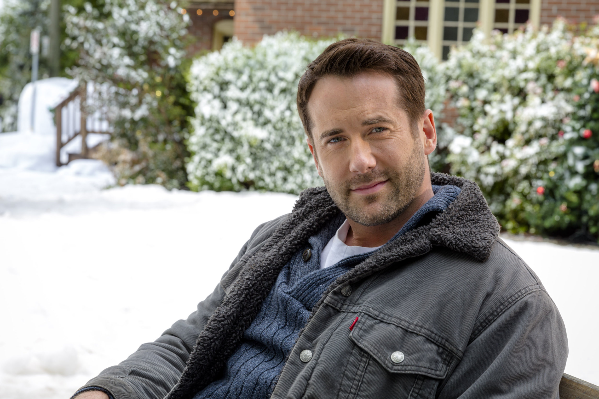 Finding Father Christmas 2020 Niall Matter as Ian McAndrick on Finding Father Christmas