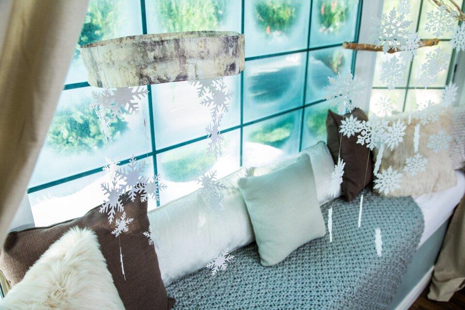DIY Hanging Snowflake Decor