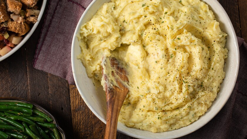 slow_cooker_mashed_potatoes_1791.jpg