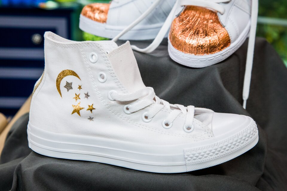 hf4080-product-shoes.jpg