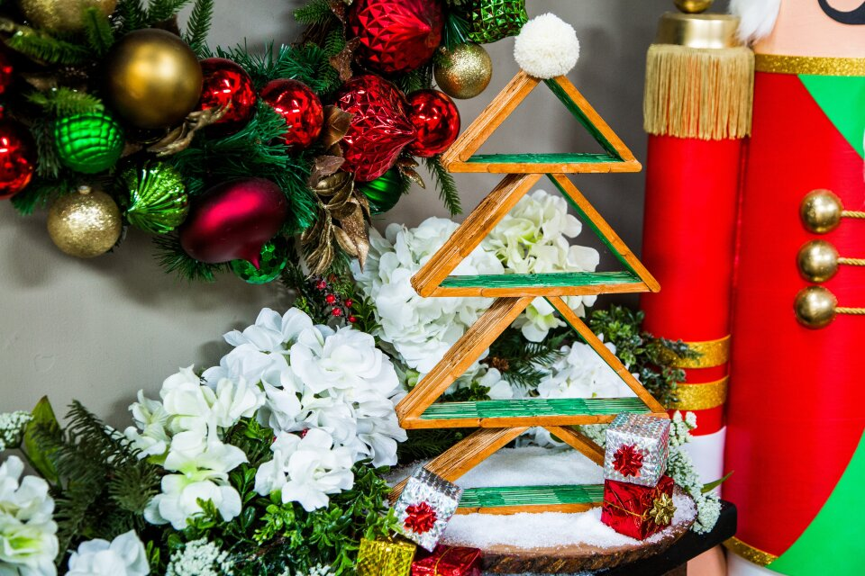 DIY Popsicle Stick Christmas Tree