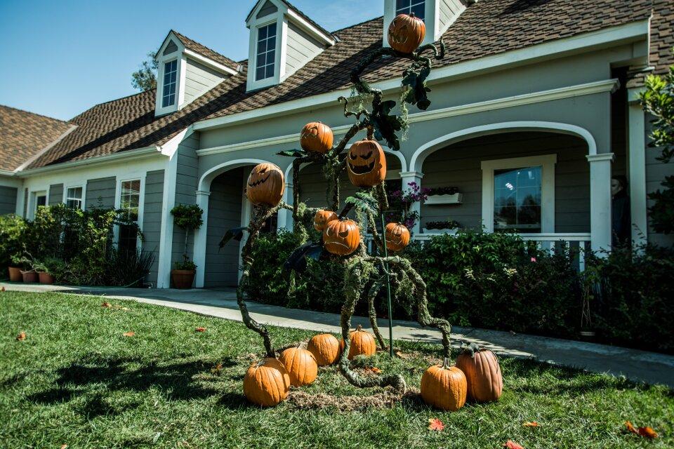DIY Pumpkin Vine Tower