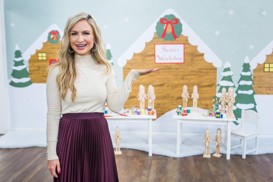 DIY Wallpaper Santa's Village