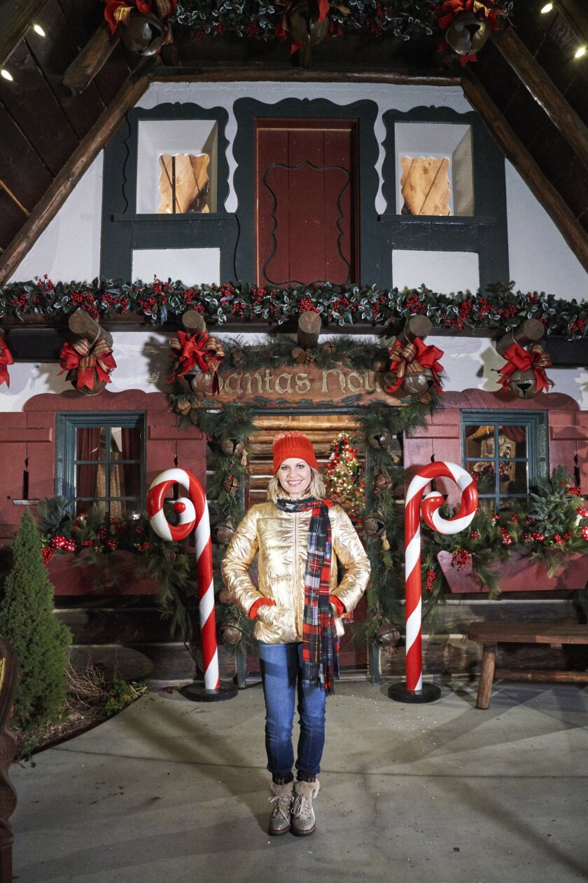 Candace Cameron Bure's Christmas Across America - Photos - 6