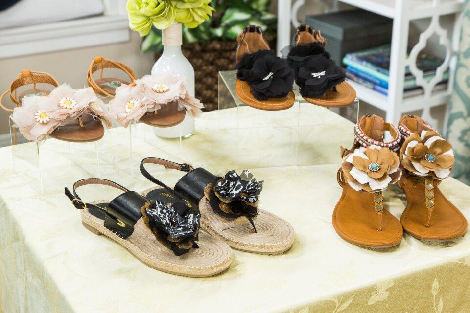 hf4139-product-sandals.jpg