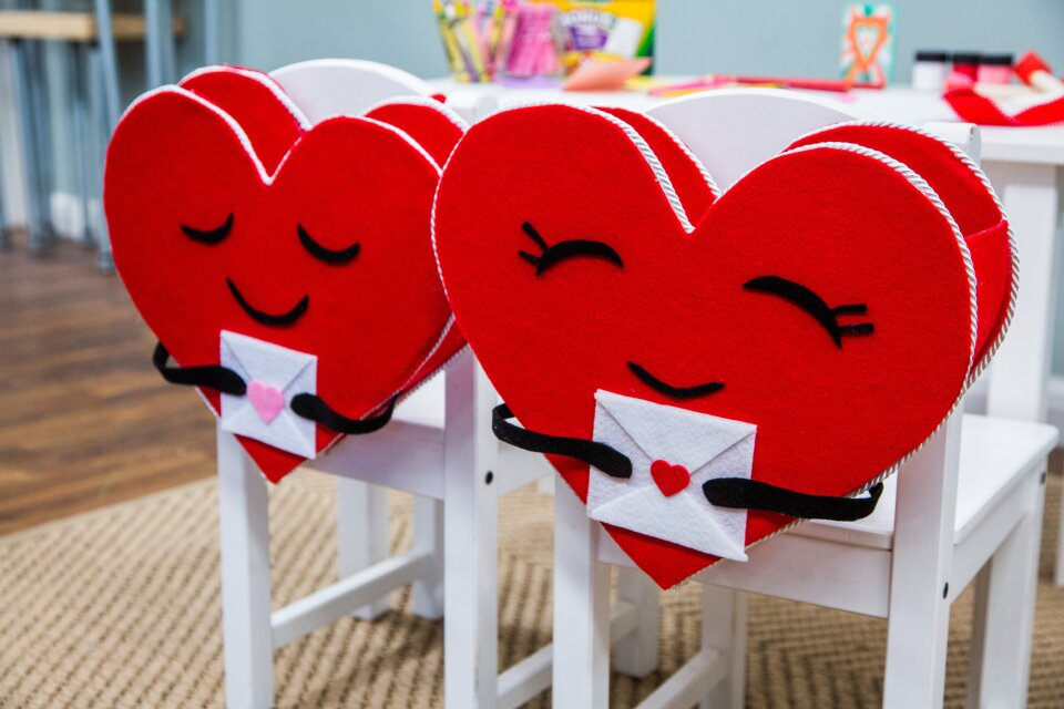 Heart-Shaped Valentine'=s Chair Back how-to