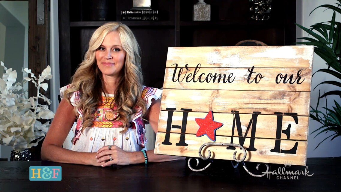 Paige_DIY_Welcome_Sign_03.jpg