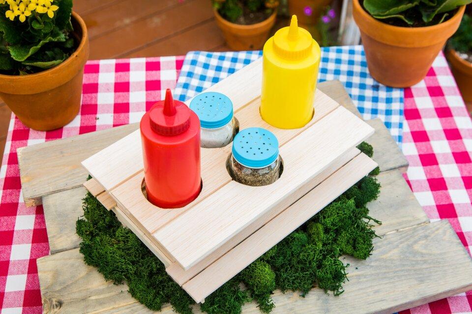DIY Condiment Picnic Table