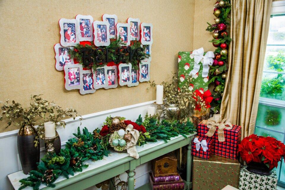 DIY Santa Photo Display