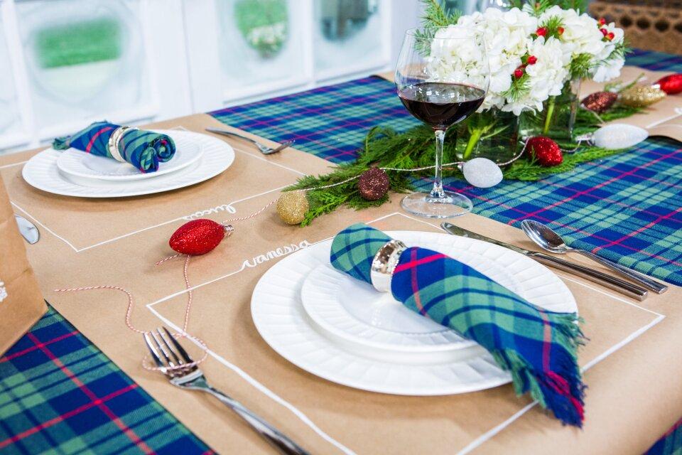 Rachel Hardage Barrett - DIY Holiday Table Setting