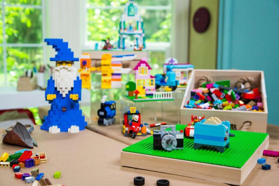 hf3214-product-legos.jpg