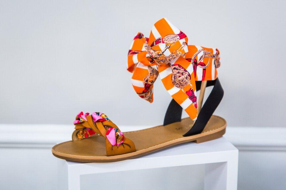 hf7202-product-sandal.jpg
