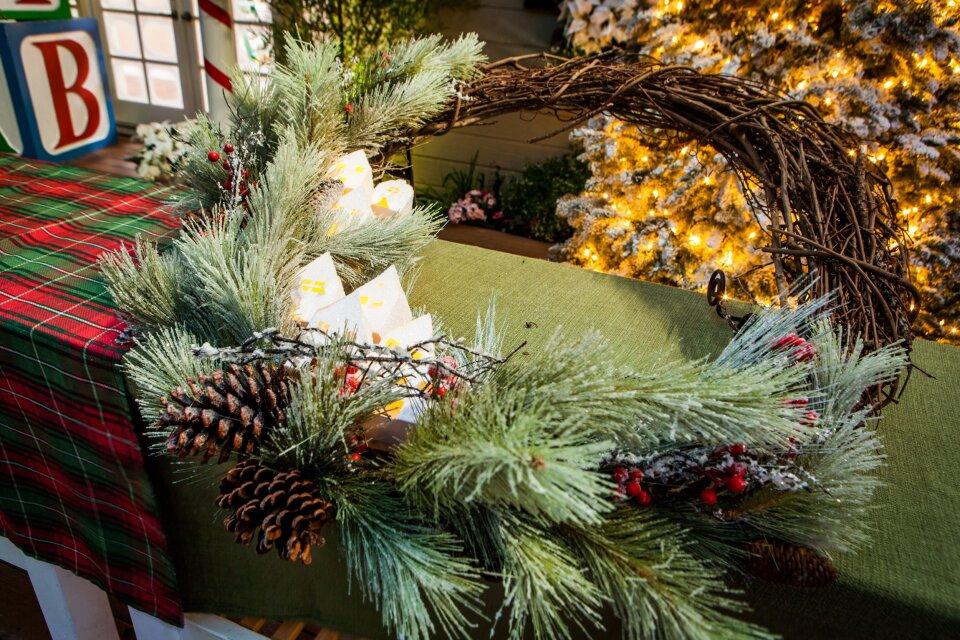 hf4052-recap-wreath.jpg