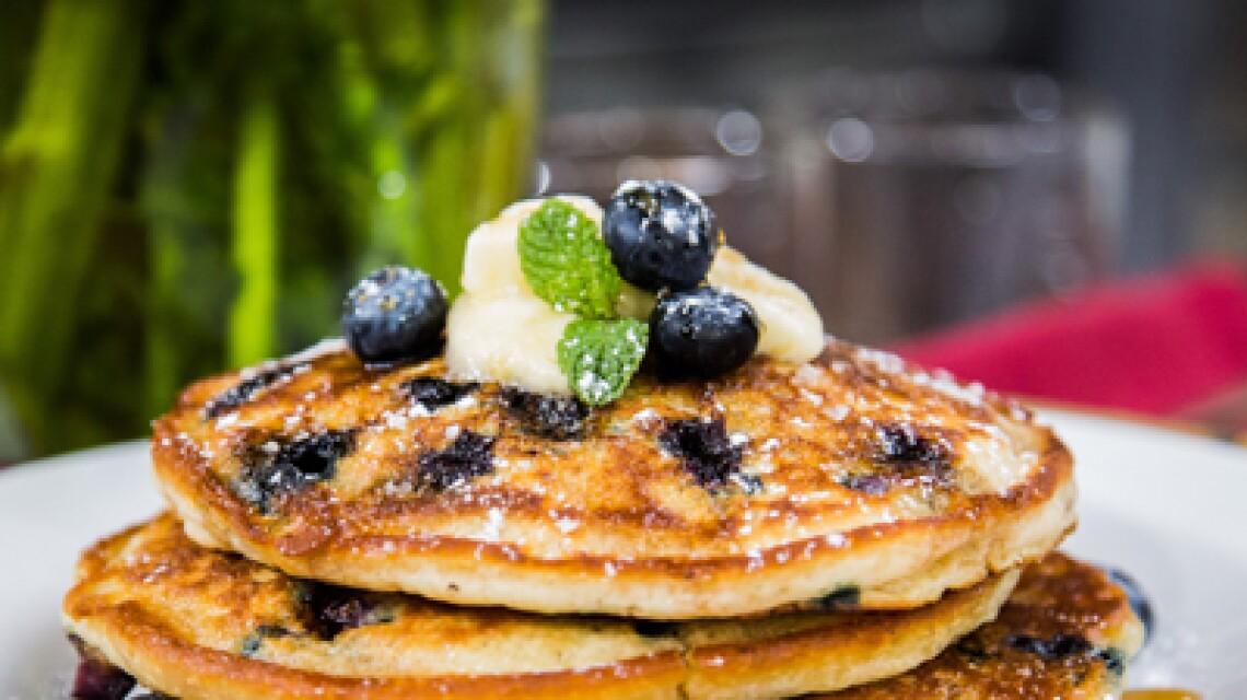 segment-recipe-blueberry-pancakes-ep084.jpg
