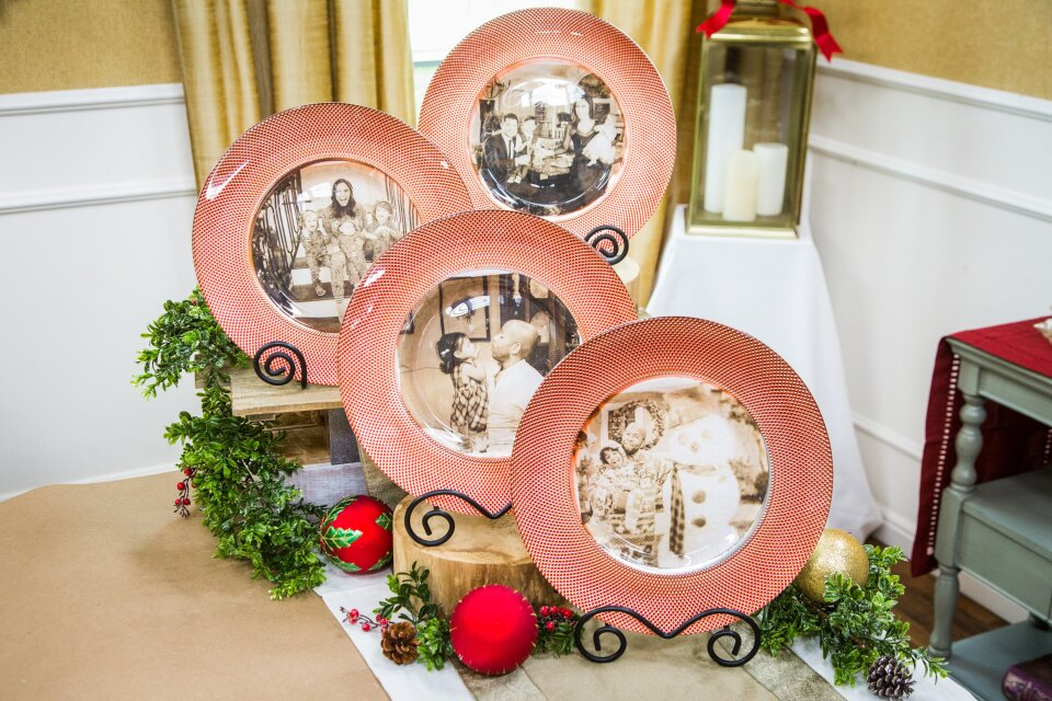 DIY Family Christmas Photo Chargers