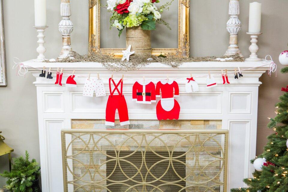 DIY Santa's Clothesline Garland