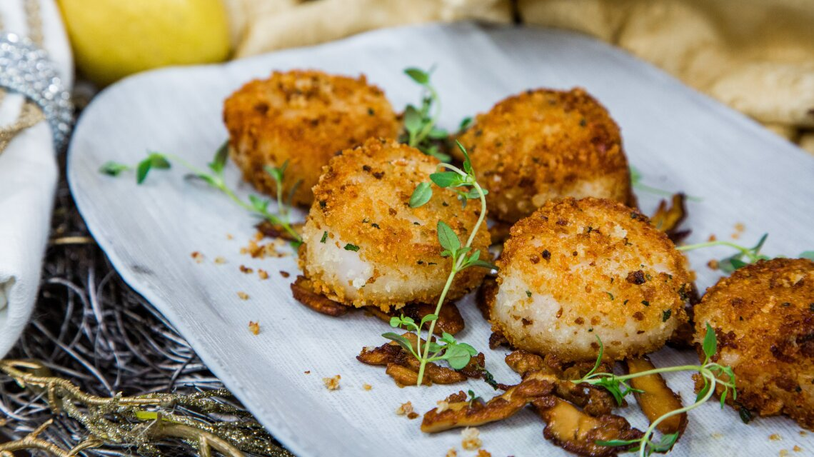 Bread-Crusted Scallops with Crispy Pancetta and Mushrooms