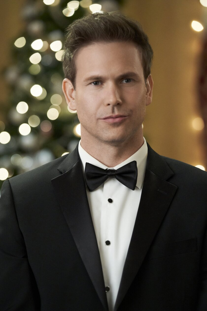Photos from Christmas Wishes & Mistletoe Kisses - 16