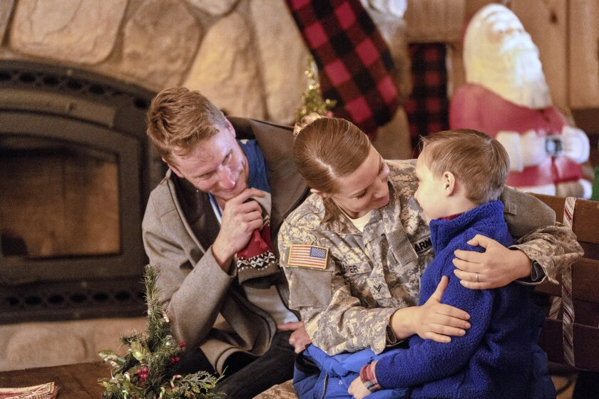 ChristmasScavengerHunt_07321_CB_V2.jpg