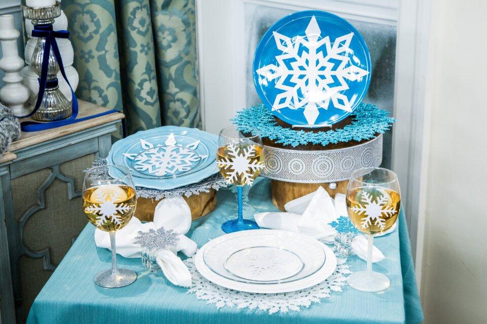 Maria Provenzano's DIY Snowflake Place Settings