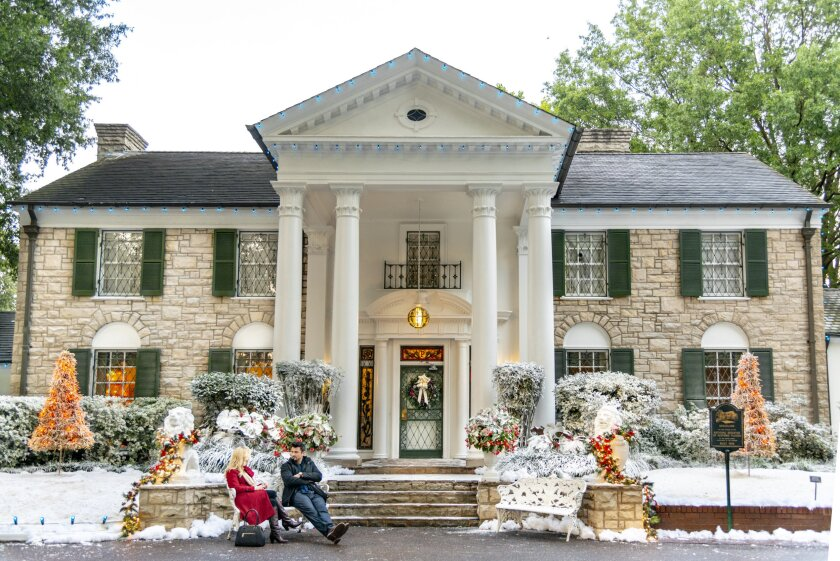 Set Photos from Christmas at Graceland - 3