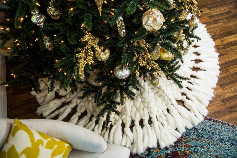 DIY Knit Christmas Tree Skirt