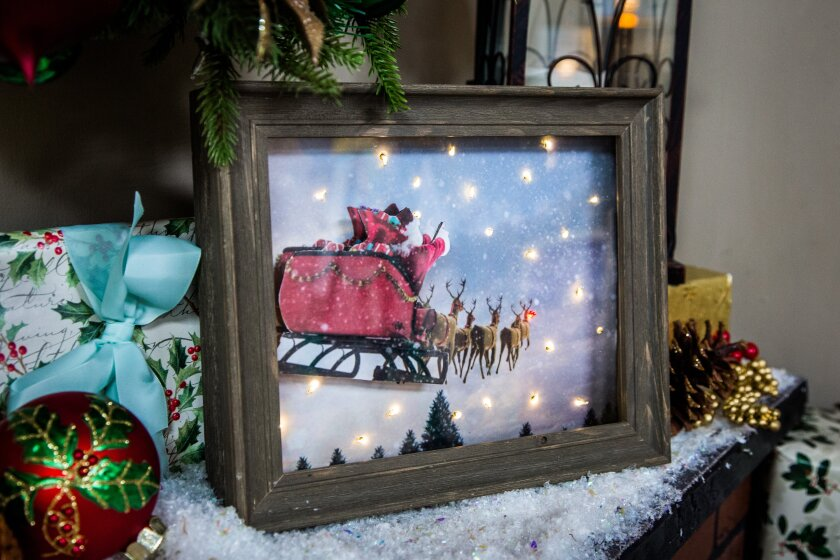 7044_DIY_Shadowbox_Christmas_Scene_HHAF7044-120229-023821.jpg