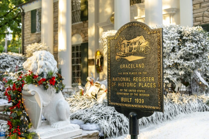 Set Photos from Christmas at Graceland - 13