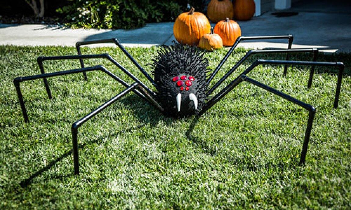 Tanya Memme's DIY Giant Halloween Lawn Spider