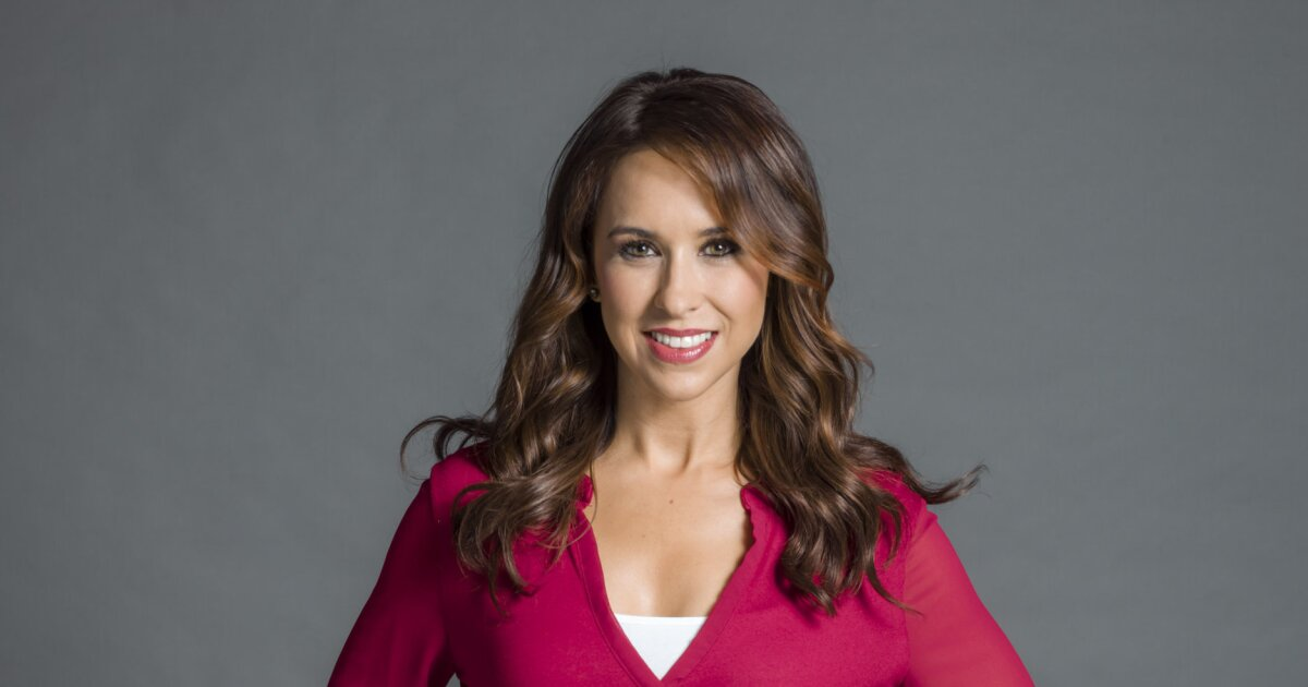 """Lacey Chabert as Kristen on """"A Christmas Melody"""""""