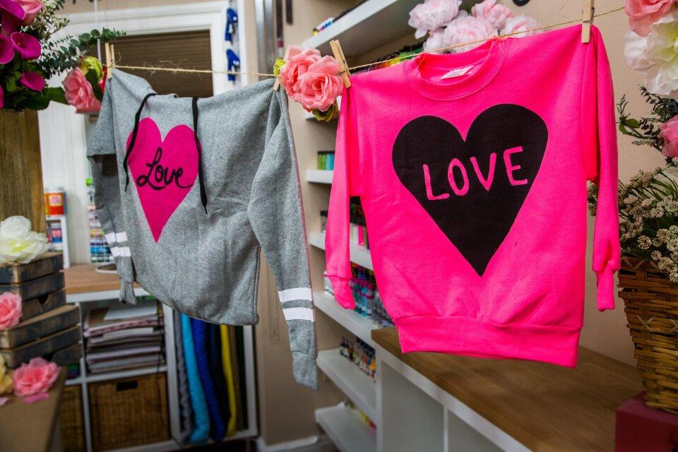 hf7105-product-sweatshirt.jpg
