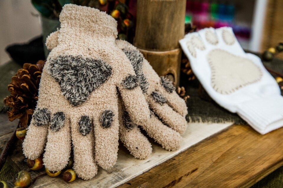 hf7033-product-gloves.jpg