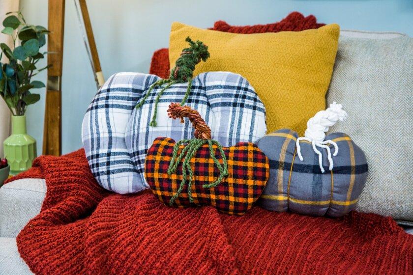 hf7021-product-pillow.jpg