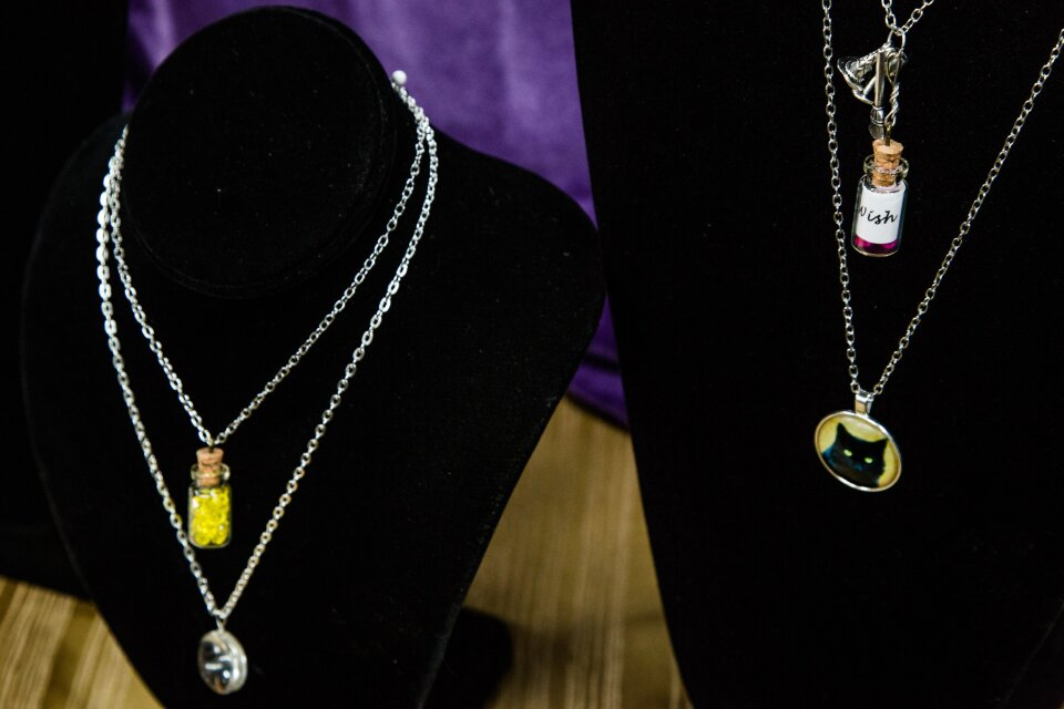 hf4148-product-necklace.jpg