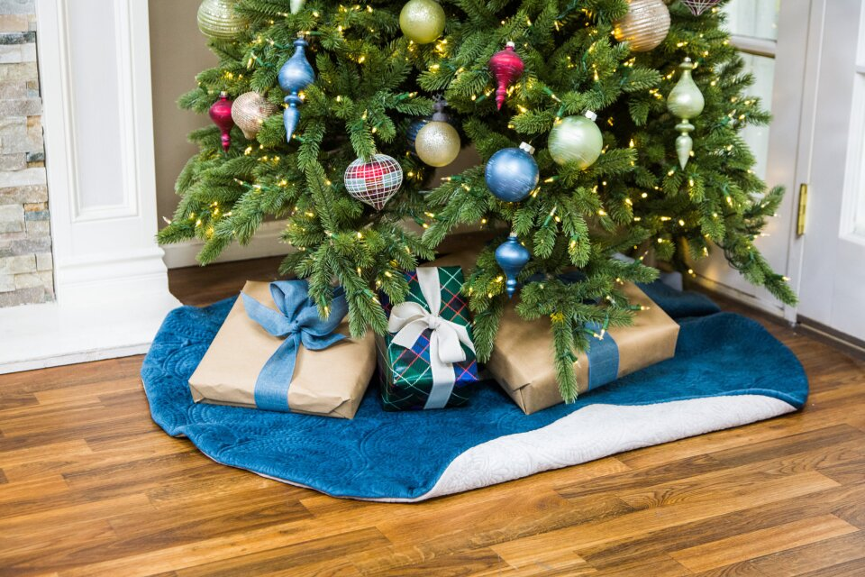 DIY Reversible Tree Skirt