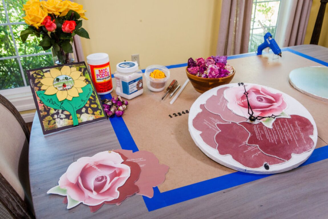 Shirley's DIY Clock with Flowers