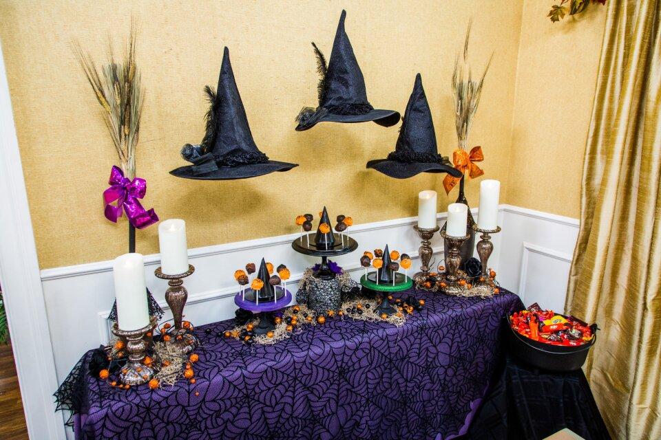"""Good Witch"" Tablescape/DIY Cake Pop Platters"