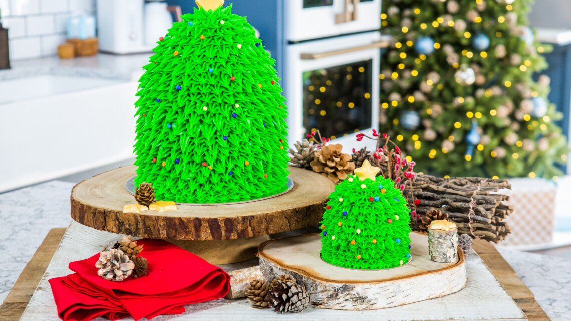 Amirah Kassem - How to Decorate A Christmas Tree Cake
