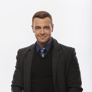 Joey Lawrence stars in the Hallmark Movie Hitched for the Holidays