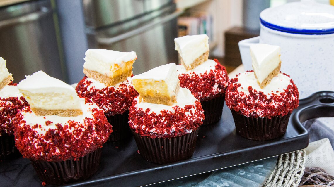 The Best Red Velvet Cupcakes with Mini-NY Cheesecakes