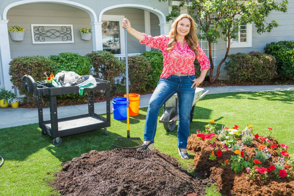 Shirley Bovshow Shows How To Sun Cook Your Lawn