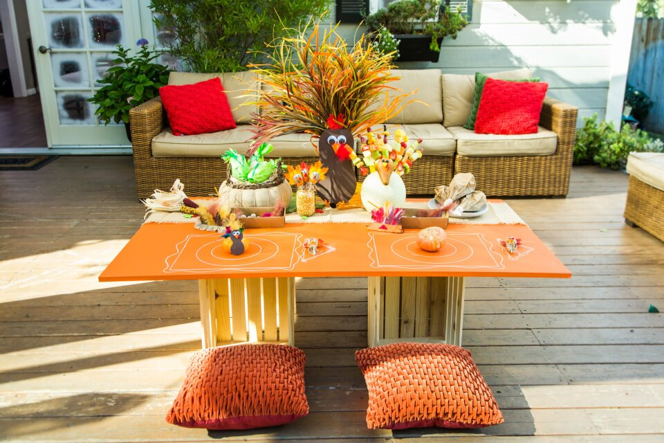 DIY Holiday Kid's Table/Tablescape