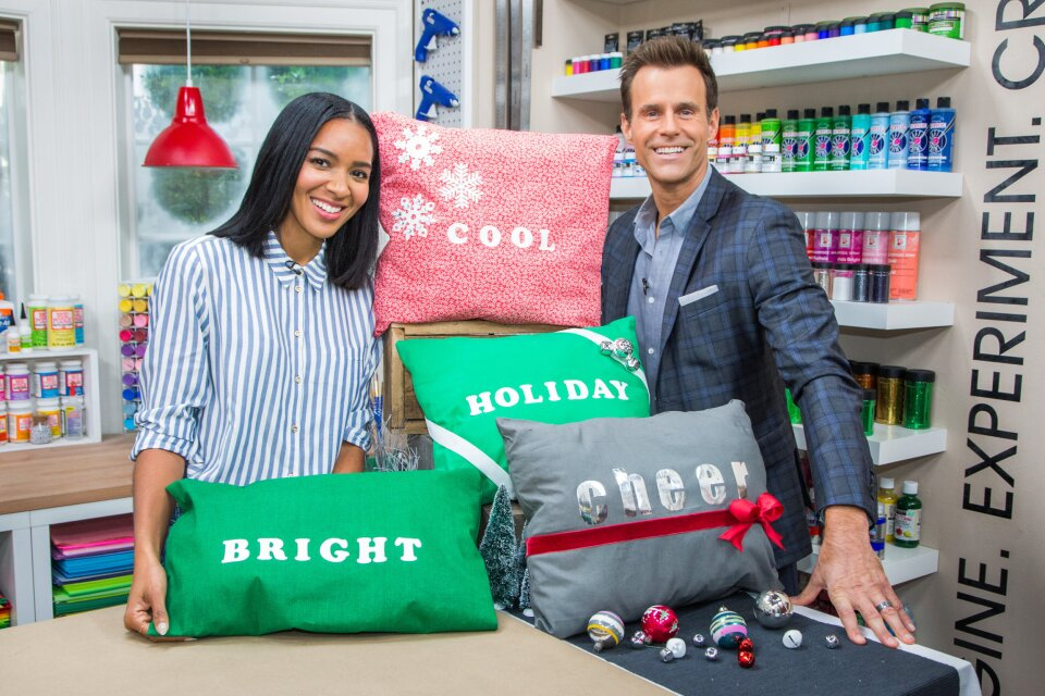 Lizzy Mathis – DIY Holiday Pillows