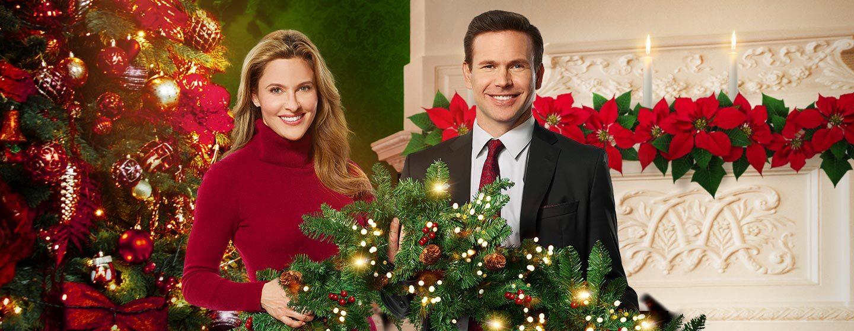 DIGI19-ChristmasWishesAndMistletoeKisses-DynamicLead-1440x560.jpg