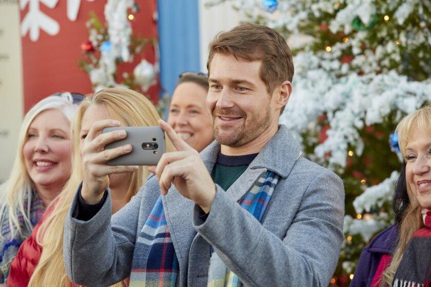 ChristmasBellsareRinging_0360.jpg