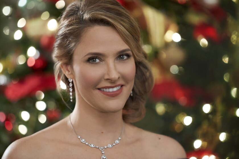 Photos from Christmas Wishes & Mistletoe Kisses - 14