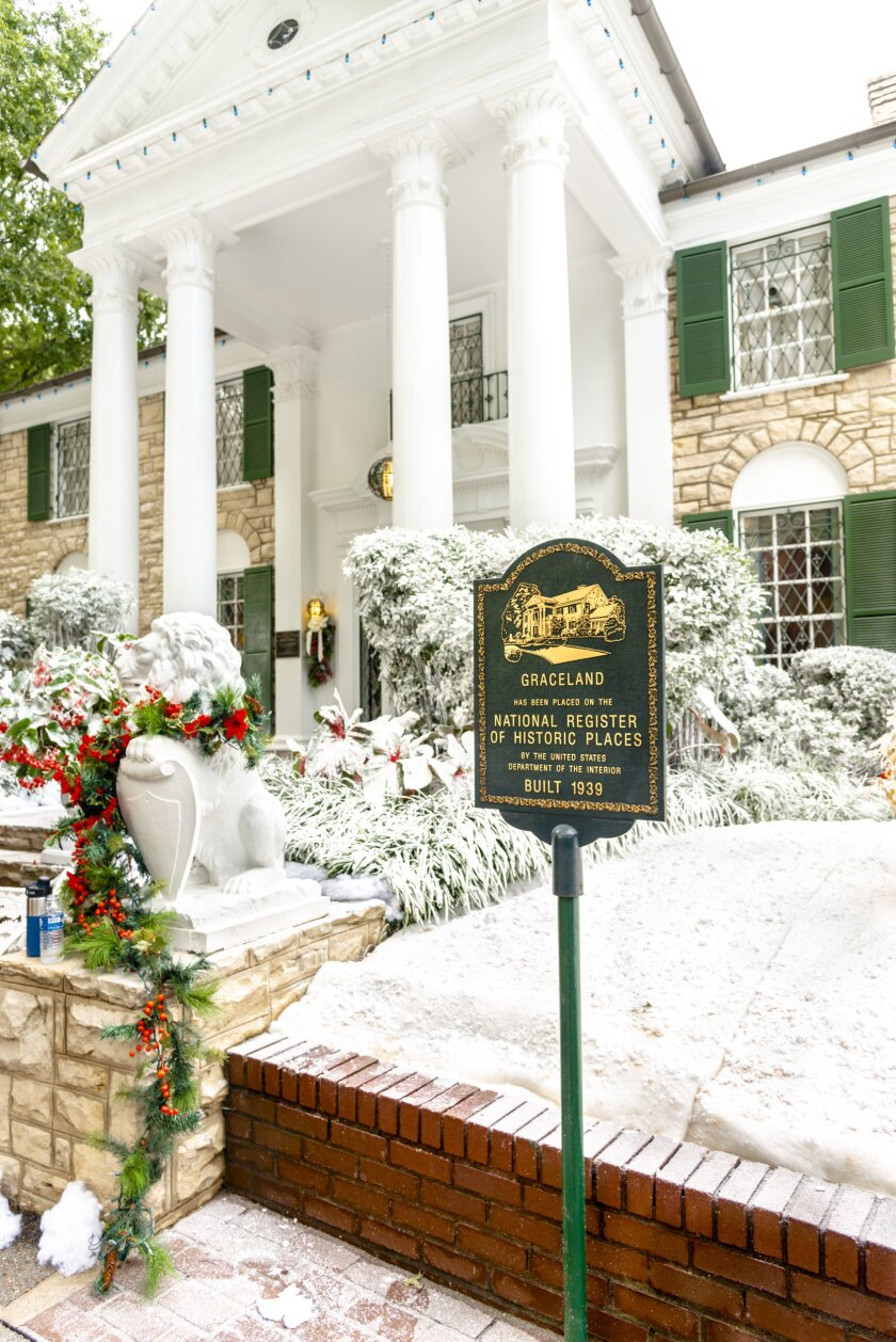 Set Photos from Christmas at Graceland - 4