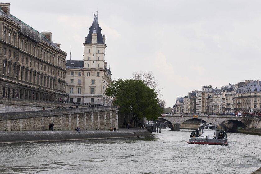 ParisWineandRomance_0328_CB.jpg