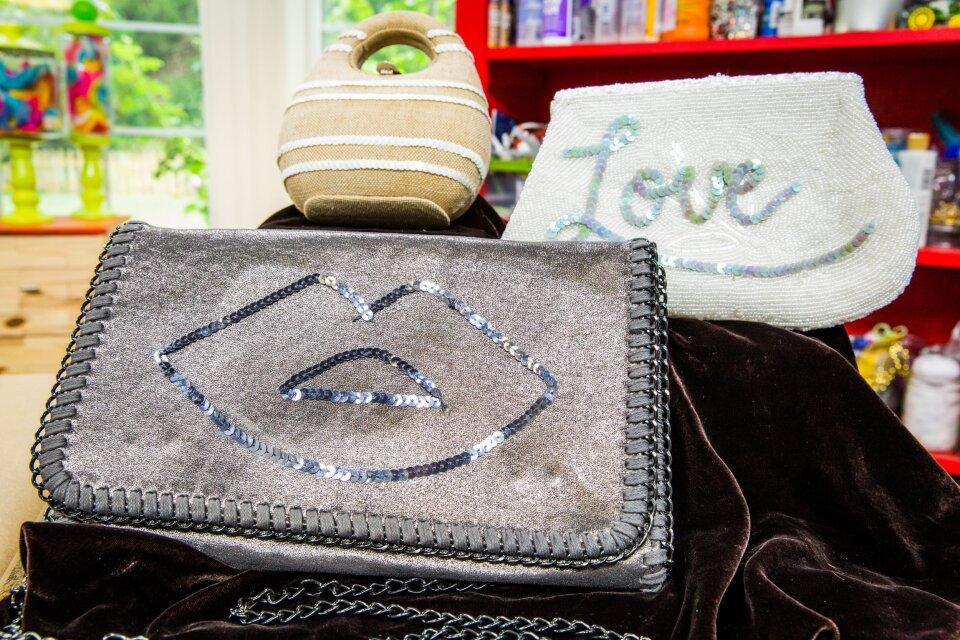 hf4203-product-purse.jpg